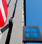 Förbudsmärke utanför Opecs kontor i Wien. Arkivbild. LEONHARD FOEGER / TT NYHETSBYRÅN