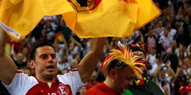 Tyska supportrar firar segern Czarek Sokolowski / TT / NTB Scanpix