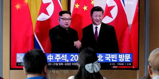 Arkivbild från tv-sändning om Xi Jinpings statsbesök i Nordkorea.  Lee Jin-man / TT NYHETSBYRÅN/ NTB Scanpix