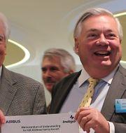 Bill Franke till vänster och Airbus operative chef John Leahy Kamran Jebreili / TT NYHETSBYRÅN
