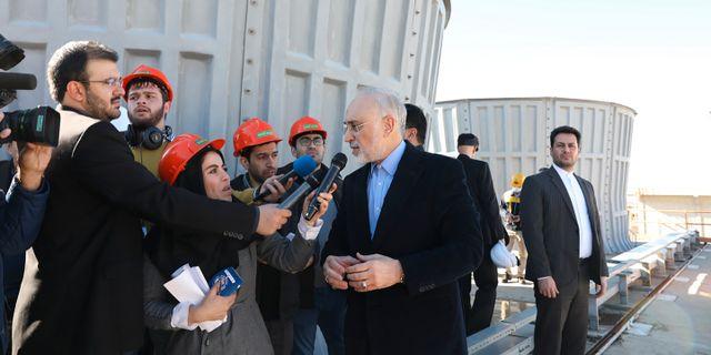 Chefen för Irans atomenergiorgan vid en av landets tungvattenanläggningar. TT NYHETSBYRÅN