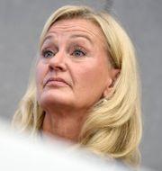 SHB:s vd Carina Åkerström vid gårdagens presskonferens om neddragningarna. Janerik Henriksson/TT / TT NYHETSBYRÅN