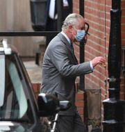Prins Charles vid sjukhuset. Dominic Lipinski / TT NYHETSBYRÅN