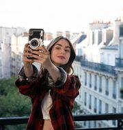 "Emily i ""Emily in Paris"". Stephanie Branchu / TT NYHETSBYRÅN"
