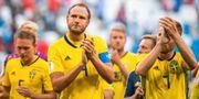 Sveriges Ludwig Augustinsson, Andreas Granqvist och Sebastian Larsson samlas efter att Sverige f rlorat kvartsfinalen i FIFA World Cup mellan England och Sverige den 7 juli 2018 i Samara. JOEL MARKLUND / BILDBYR N