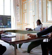 Frankrikes president Emmanuel Macron i samtal med andra G20-ledare 2020.  Benoit Tessier / TT NYHETSBYRÅN