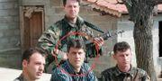 Hashim Thaci med andra medlemmar i UCK-gerillan 1999. Visar Kryeziu / TT NYHETSBYR≈N