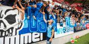 Marcus Danielson jublar med fansen efter matchen. SUVAD MRKONJIC / BILDBYRÅN