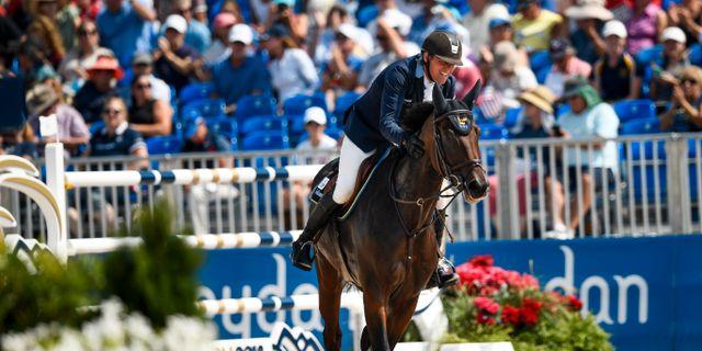 Sveriges Fredrik Jönsson på hästen Cold Play under den andra rundan i den individuella finalen i hoppning vid ryttar-VM i Tryon, USA.  Pontus Lundahl/TT / TT NYHETSBYRÅN
