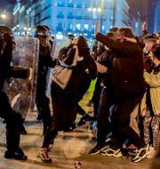 Poliser och demonstranter drabbar samman i Madrid på onsdagen Manu Fernandez / TT NYHETSBYRÅN