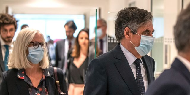 François Fillon och hustrun Penelope Fillon i rätten.  Michel Euler / TT NYHETSBYRÅN