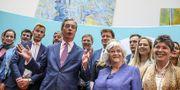 Nigel Farage håller presskonferens på måndagen efter framgångarna för hans Brexitparti i EU-valet. TT