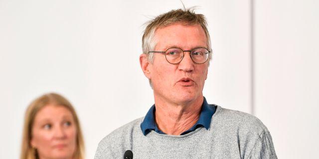 Statsepidemiolog Anders Tegnell och Malin Grape, enhetschef på Folkhälsomyndigheten. Anders Wiklund/TT / TT NYHETSBYRÅN