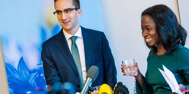 Isak Skogstad och Nyamko Sabni. Claudio Bresciani/TT / TT NYHETSBYRÅN