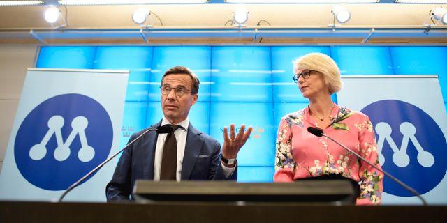 Ulf Kristersson och Elisabeth Sventesson på dagens pressträff. Pontus Lundahl/TT / TT NYHETSBYRÅN