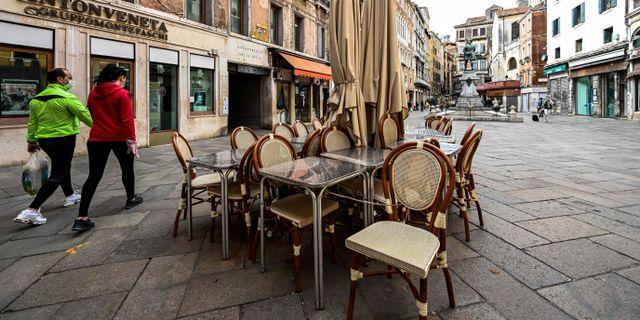 Människor i Venedig. VINCENZO PINTO / TT NYHETSBYRÅN