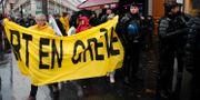 Fransmän demonstrerar i Paris. Francois Mori / TT NYHETSBYRÅN