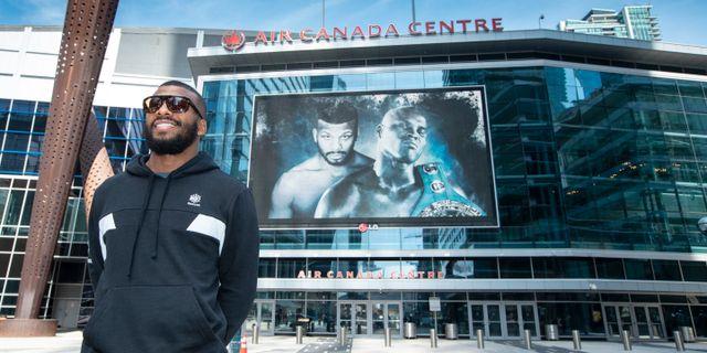 Badou Jack utanför Air Canada Centre i Toronto, där matchen går av stapeln. Esther Lin/Showtime / Esther Lin/Showtime