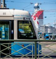 En spårvagn i Göteborg och en lagbok.  TT