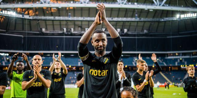 Henok Goitom och resten av AIK firar segern.  MAXIM THORÉ / BILDBYRÅN