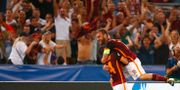 Romas Alessandro Florenzi firar med Daniele De Rossi. TONY GENTILE / TT NYHETSBYRÅN