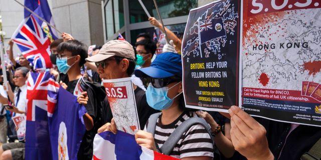 Demonstranter utanför det brittiska konsulatet i Hongkong. Vincent Yu / TT NYHETSBYRÅN