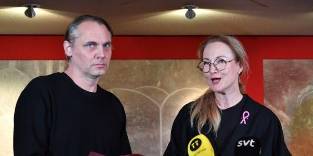 Regissören Mattias Andersson presenteras av Dramatens styrelesordförande Ulrika Årehed Kågström som ny teaterchef på Dramaten. Jonas Ekströmer/TT / TT NYHETSBYRÅN