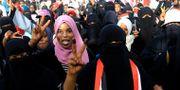 Sudanesiska demonstranter under en sittprotest utanför försvarsdepartementet. MOHAMED NURELDIN ABDALLAH / TT NYHETSBYRÅN