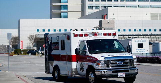En ambulans lämnar Harbor-UCLA-sjukhuset, där Tiger Woods opererades Ashley Landis / TT NYHETSBYRÅN