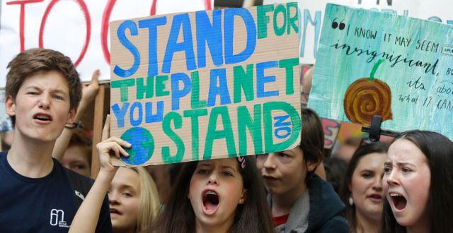 Unga klimatdemonstranter i London.  Kirsty Wigglesworth / TT NYHETSBYRÅN