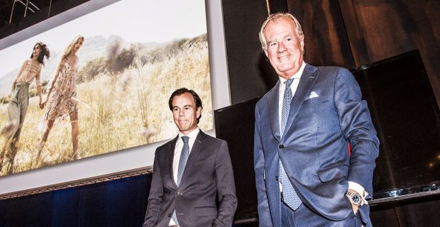 Vd:n Karl-Johan Persson och styrelseordföranden och storägaran Stefan Persson vid stämman 2017. Tomas Oneborg/SvD/TT / TT NYHETSBYRÅN