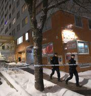 Polisen arbetar på brottsplatsen. Fredrik Sandberg/TT / TT NYHETSBYRÅN