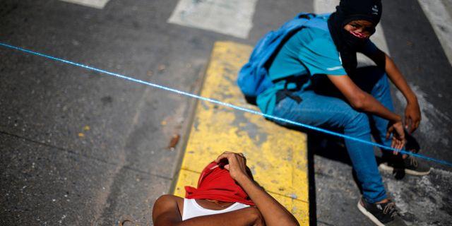 Demonstranter i huvudstaden Caracas på tisdagen. ANDRES MARTINEZ CASARES / TT NYHETSBYRÅN