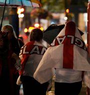 Engelska fotbollsfans vid Trafalgar Square under Em-finalen. Matt Dunham / TT NYHETSBYRÅN