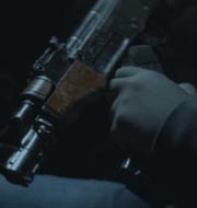 Musikviden och vapnet som användes vid mordet.  Åklagarens presentation/Polisen