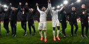 Saman Ghoddos, Ken Sema och resten av laget tackar klacken efter sextondelsfinal två mellan Arsenal FC och Östersund FK i Europa League.  Robert Henriksson/TT / TT NYHETSBYRÅN