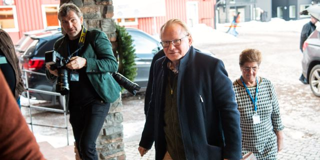 Försvarsminister Peter Hultqvist (S) anländer till Folk och Försvars rikskonferens på Högfjällshotellet i Sälen. Henrik Montgomery/TT / TT NYHETSBYRÅN