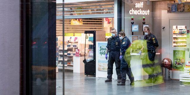 Kriminaltekniker på plats på Malmö C efter att polis skjutit mannen Johan Nilsson/TT / TT NYHETSBYRÅN