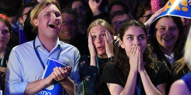 Blandade känslor under Liberalernas valvaka. Fredrik Sandberg/TT / TT NYHETSBYRÅN