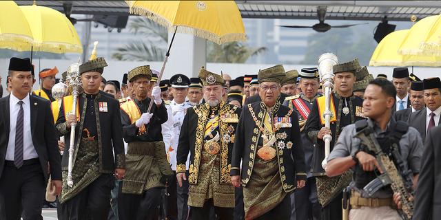 Malaysias kung Muhammad V abdikerar  TT