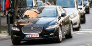 En bil som tros vara Dominic Raabs anländer till Bryssel ikväll. FRANCOIS LENOIR / TT NYHETSBYRÅN