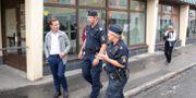 Moderatledaren Ulf Kristersson träffar polisen i området Norrby i Borås. Adam Ihse/TT / TT NYHETSBYRÅN