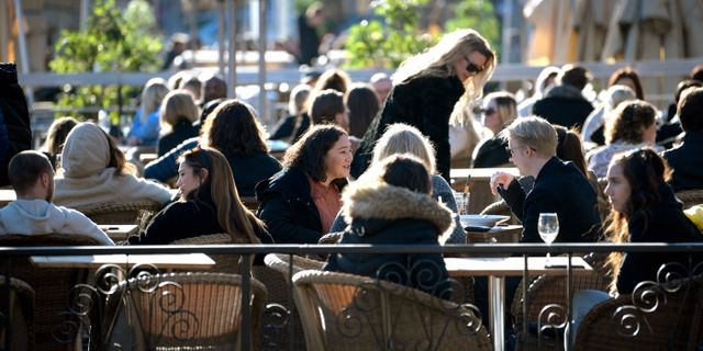 Uteservering på Medborgarplatsen i Stockholm. Janerik Henriksson/TT / TT NYHETSBYRÅN