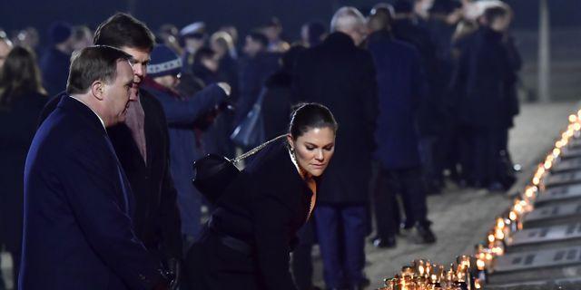 Statsminister Stefan Löfven, talman Andreas Norlén och kronprinsessan Victoria vid minnesceremonin för befrielsen av koncentrationslägret Auschwitz-Birkenau. Jonas Ekströmer/TT / TT NYHETSBYRÅN