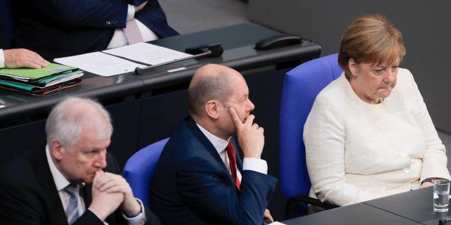 Inrikesminister Horst Seehofer, finansminister Olaf Scholz och förbundskansler Angela Merkel. Markus Schreiber / TT / NTB Scanpix