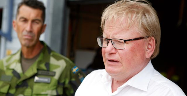 Försvarsminister Peter Hultqvist och överbefälhavaren Micael Bydén. Mats Andersson/TT / TT NYHETSBYRÅN