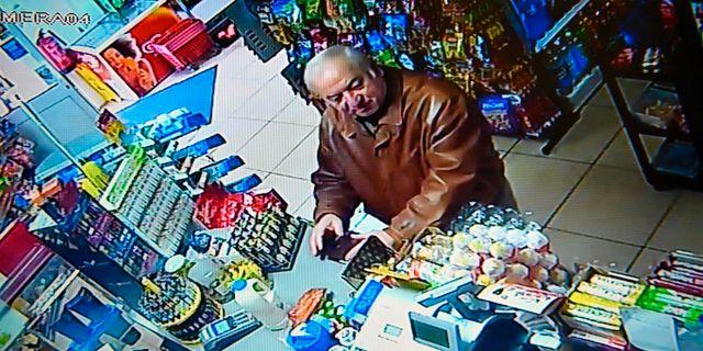 Ex-spionen Sergej Skripal fångad på bilder från en säkerhetskamera, 27 februari. - / AFP