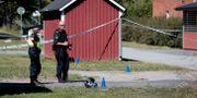 Poliser på brottplatsen PAVEL KOUBEK/TT / TT NYHETSBYRÅN