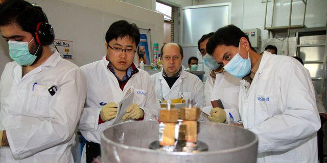 IAEA-inspektörer på plats i Iran. Kazem Ghane / TT NYHETSBYRÅN
