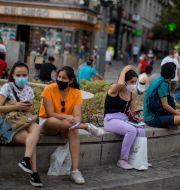 Människor i Madrid. Manu Fernandez / TT NYHETSBYRÅN